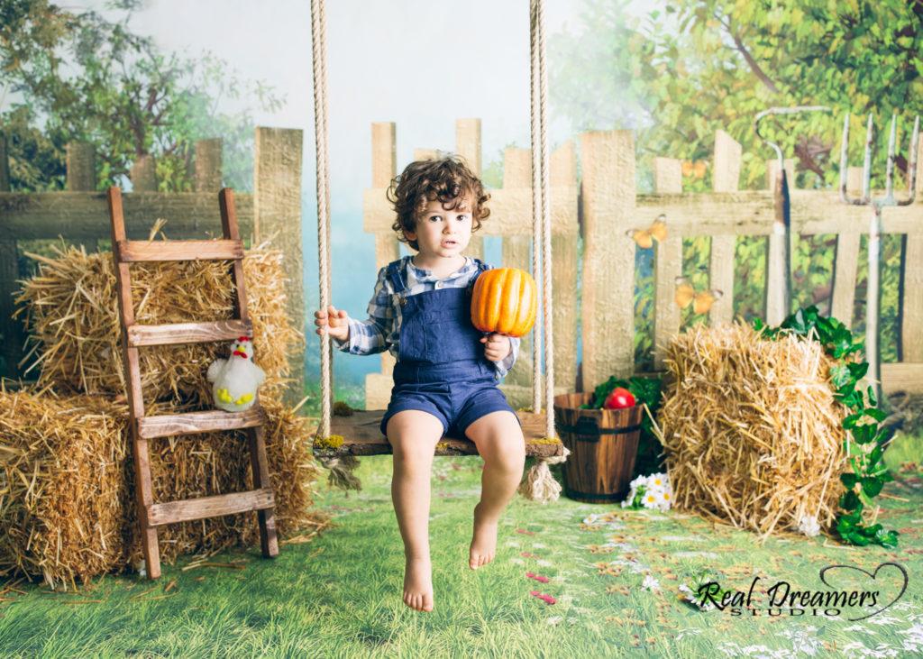 Servizio Fotografico Bambini - altalena e paglia