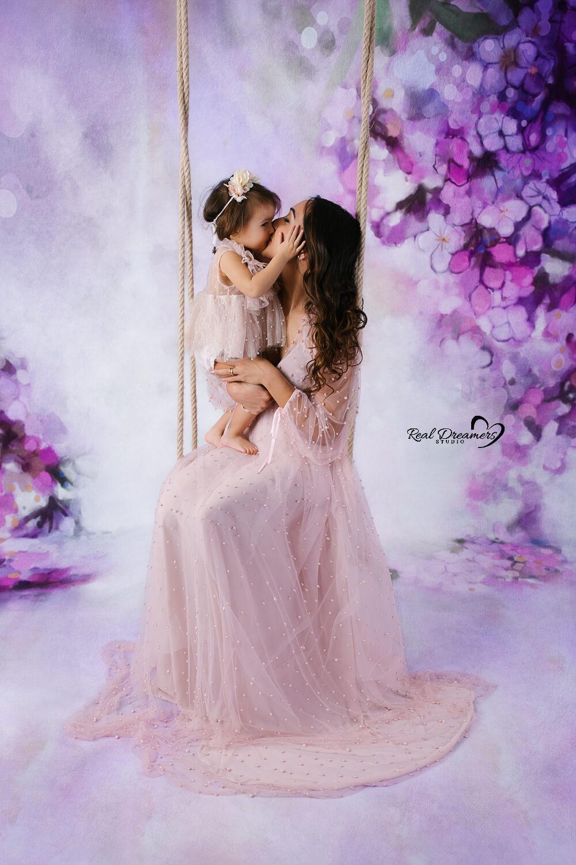 Servizio-Fotografico-Famiglia-Con-mamma-su-altalena-lilla