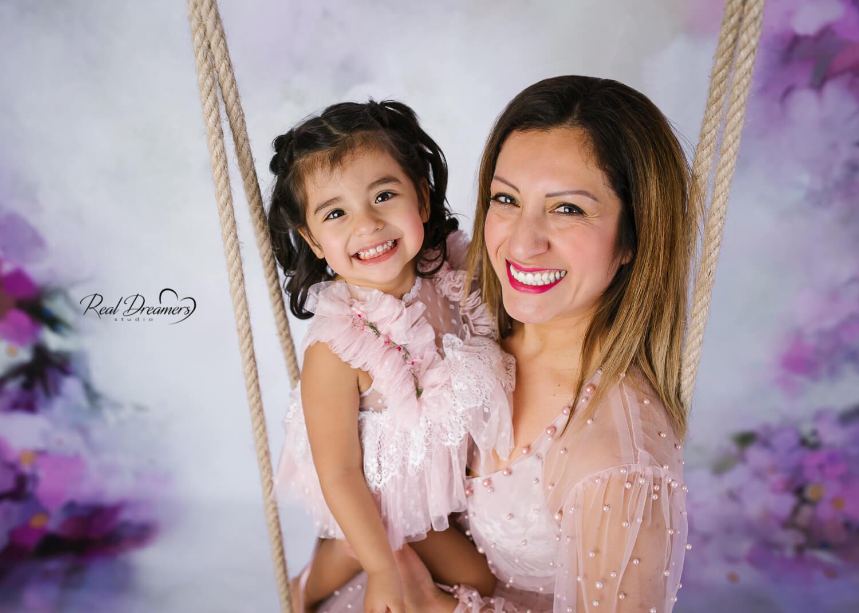 Servizio Fotografico Famiglia - Con mamma su altalena