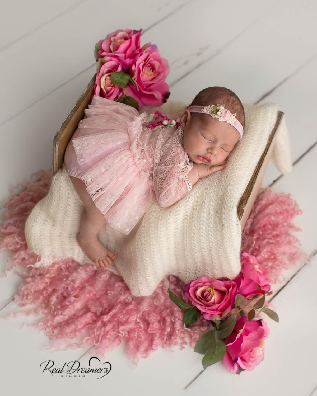 Real-Dreamers-Studio-servizio-fotografico-newborn-lettino-fiori