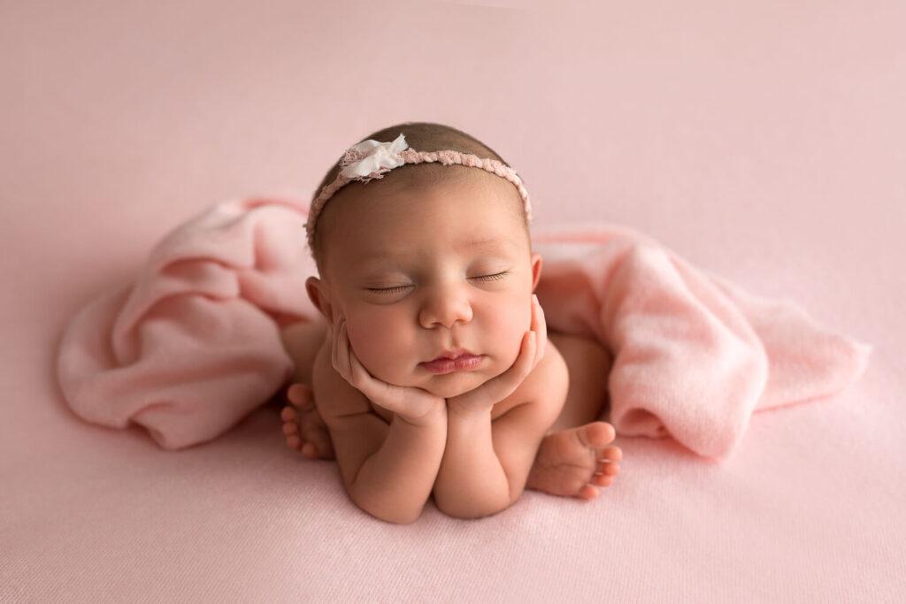 Real-Dreamers-Studio-servizio-fotografico-neonati-froggy-pose-newborn.