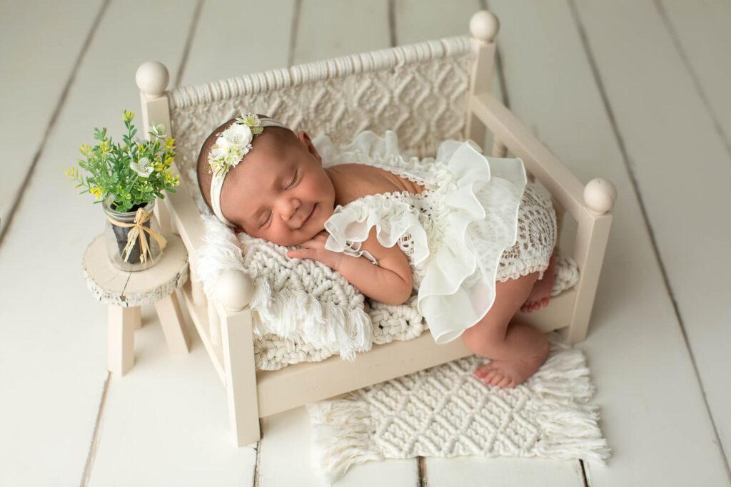 Real-Dreamers-Studio-servizio-newborn-neonata-lettino