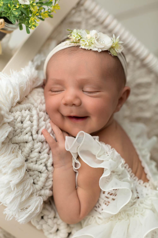 Real-Dreamers-Studio-servizio-newborn-neonata-lettino-fiori